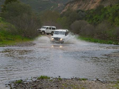 Jeep safari Algarve: Cu jeepurile prin apa