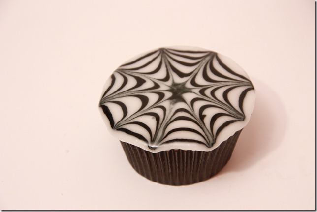 IMG_6813_spindelvevicing_spindelvev_cupcakes_halloween
