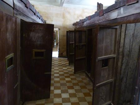 Khmerii rosii Phnom Penh: celule