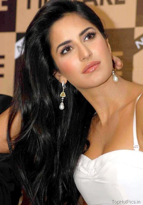 Katrina Kaif Navel Show Pics in White Dress 6