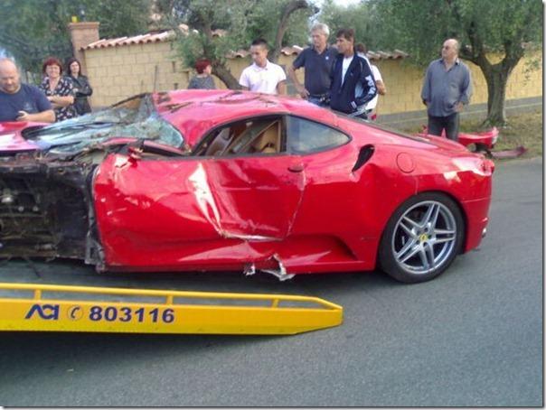Uma Ferrari F430 destruida (12)