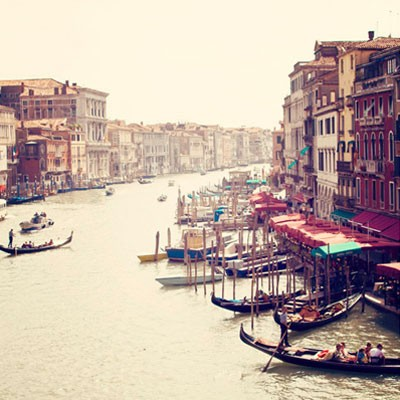 This photo looks old, but its antique view of Venice is still accurate today. (pininterest.com)