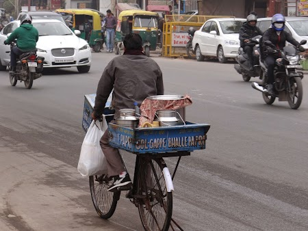 23. Food delivery - Delhi.JPG