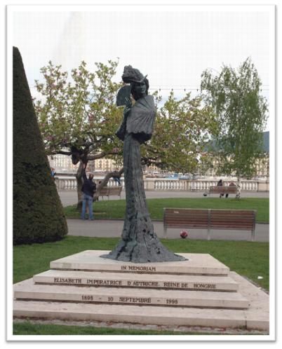 Monumento a Sissi en el lugar donde fue asesinada en Ginebra, Suiza, a orillas del lago Leman.