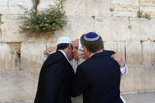 ---ISRAEL OUT---Pope Francis visits at the Western Wall, Judaism's holiest site, in Jerusalem's Old City on May 26, 2014.Photo by Kobi Gideon / GPOהאפיפיור פרנסיסקוס בכותל המערבי