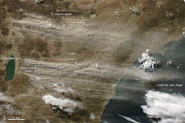 Dust plumes blew out of southern Argentina and over the Atlantic Ocean in early May 2013. The Moderate Resolution Imaging Spectroradiometer (MODIS) on NASA's Aqua satellite captured this natural-color image on 12 May 2013. The dust blew out of the Patagonian Desert, and many of the plumes arose from sediments around a shallow lake. Photo: Jeff Schmaltz / NASA GSFC