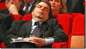 Immagini di repertorio di Renato Brunetta quando si addormentò durante un convegno di Confindustria nel maggio 2009