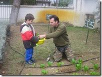 επίσκεψη στο λαχανόκηπό μας (2)