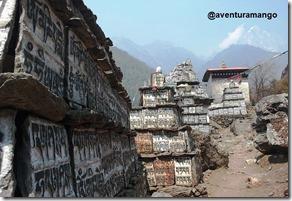 Pedras com orações Mani Budista