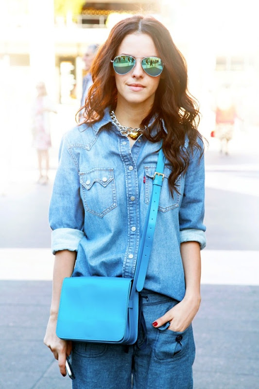 NYFW-STREET-STYLE-NEW-YORK-FASHION-WEEK-SS-2013-SPRING-SUMMER-CHAIN-NECKLACE-DENIMON-DENIM-CHAMBRAY-BRIGHT-BLUE-CROSSBODY-BAG-MIRRORED-SUNGLASSES-VIA-ELLE-MAGAZINE-