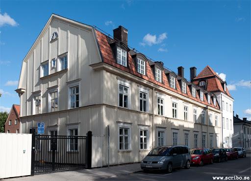 Trädgårdsgatan 14. Byggnaden uppfördes som bostadshus 1852