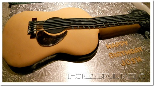 acoustic guitar cake 012a