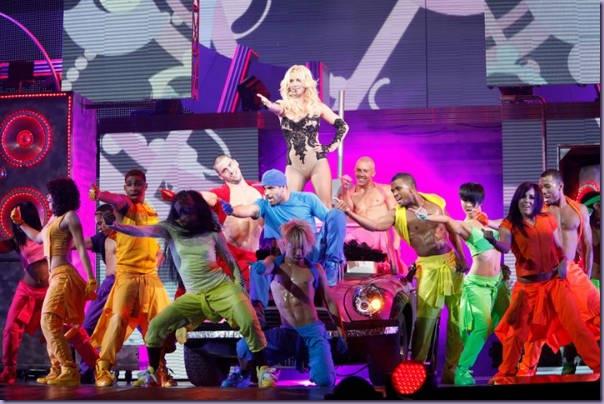 Britney-Spears-Femme-Fatale-Tour-Dançarinos