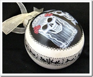 TD_Skull Bride Ornament side view