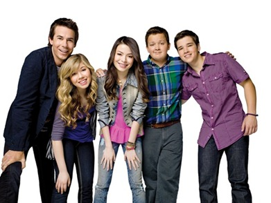 Jerry Trainor, Jennette McCurdy, Miranda Cosgrove, Noah Munck, and Nathan Kress in iCarly on Nickelodeon.  Photo: Williams + Hirakawa/ Nickelodeon.  ©2010 Viacom, International, Inc.  All Rights Reserved