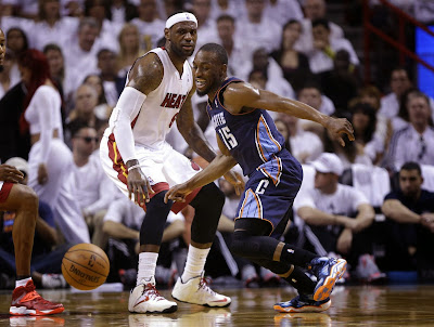 lebron james nba 140420 mia vs cha 02 game 1 King James Takes Charge in Nike LeBron 11 Elite Home PE