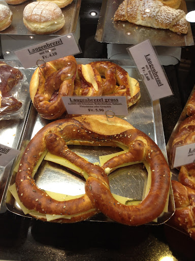 Ah, pretzels stuffed with cheese?! Yes, thanks!
