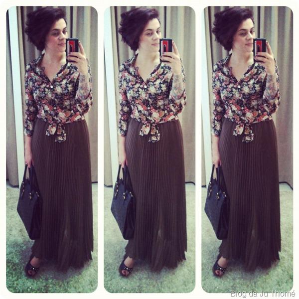 look saia plissada camisa dark floral e bolsa preta