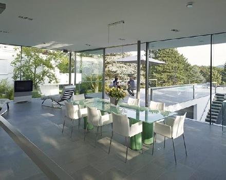 El minimalismo elegante y puro de una casa en alemania for Casa minimalista cristal