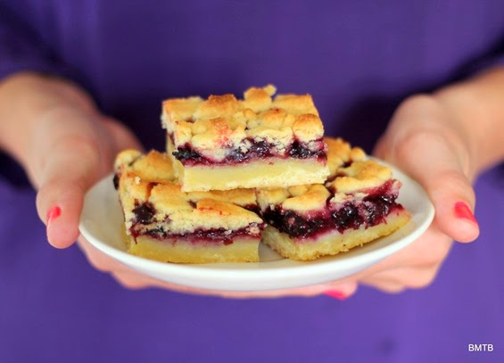 Berry Crumble Slice by Baking Makes Things Better - want some..