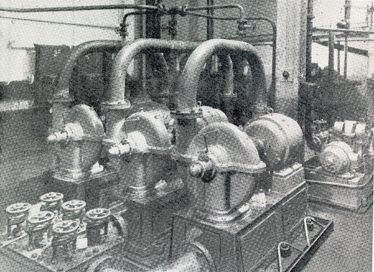 Las tres bombas de circulación. The Motor Ship. Marzo de 1927.JPG