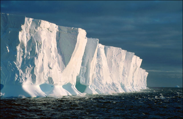 Edge of an ice shelf close to the Halley Station, Antarctica. Formation of giant icebergs is a process typical to the floating ice shelves in Antarctica. A new study indicates that an abrupt increase of basal melting may cause a substantial thinning of the large Filchner-Ronne Ice Shelf in the Weddell Sea. Photo: Ralph Timmermann / Alfred Wegener Institute