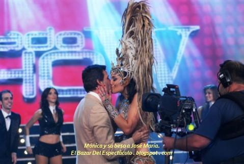 Mónica y su beso a José María..JPG