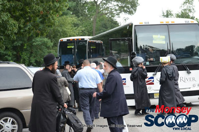 Loading the Buses in Monsey for the Siyum HaShas In MetLife Stadium (Meir Rothman) - DSC_0004.JPG