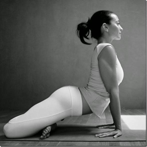 girls-stretching-yoga-001