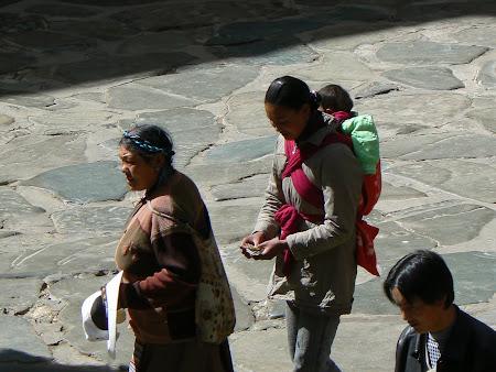 Tibet: Pilgrims in Shigatse