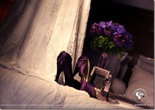 noiva bouquet roxo sapato colorido