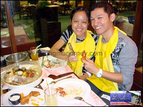 LivingMarjorney and BloggerManila at Clawdaddy's Great American Picnic Boni High Street