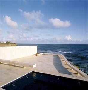 terraza-con-piscina-borde-infinito