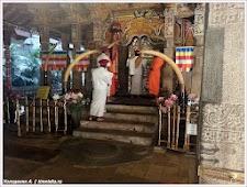 В Храме Зуба Будды. Шри-Ланка. Фото Холоденина А. www.timeteka.ru