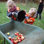 12-11-2013 KDV peuterinstuif Uitje appels plukken (16).JPG