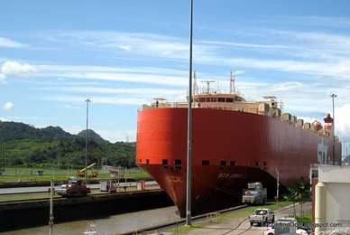 Riding high in the Miraflores Locks