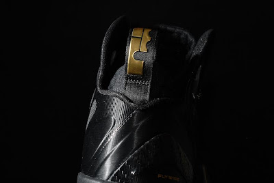 nike lebron 9 ps elite black gold away 11 04 kenlu LeBron 9 P.S. Elite White/Gold (Home) & Black/Gold (Away)