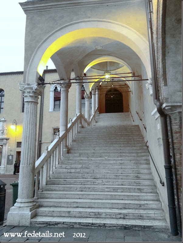 Scalone monumentale, Ferrara, Emilia Romagna, Italia - Monumental staircase, Ferrara, Emilia Romagna, Italy - Property and Copyrights of www.fedetails.net