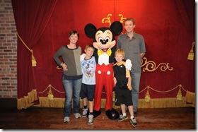 2012-11  Family & Mickey  41687690276