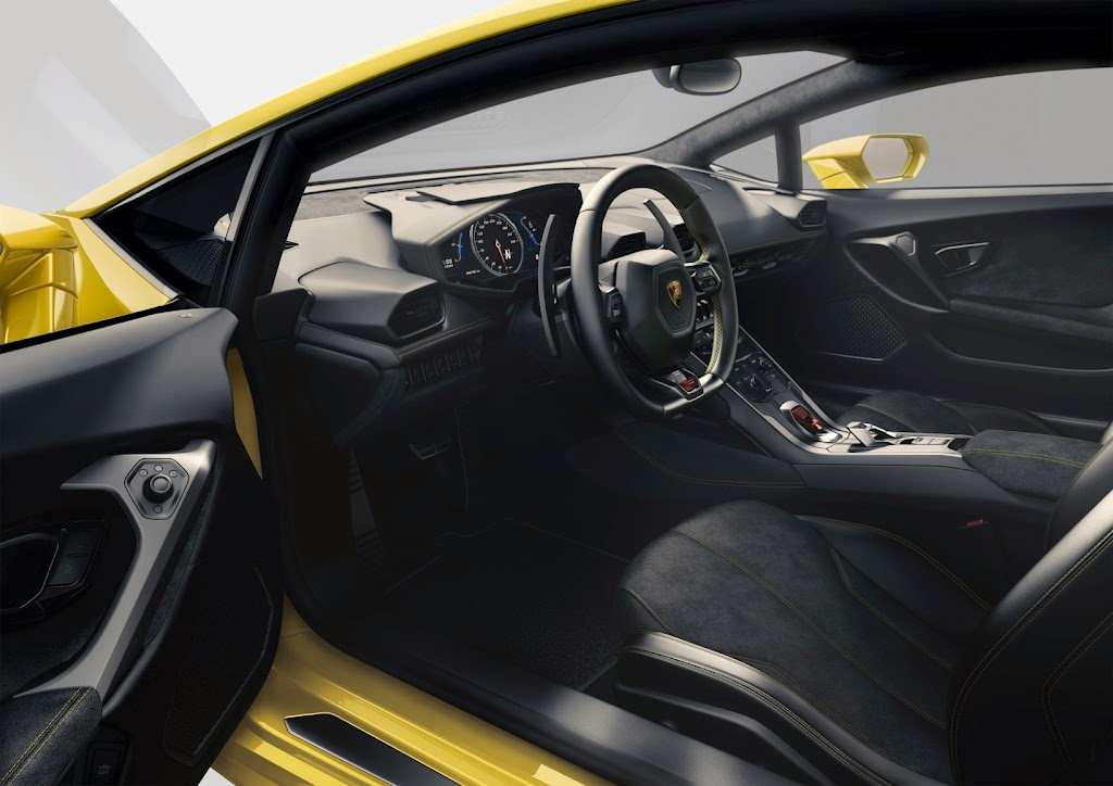 Lamborghini%252520Huracan%252520Interior%2525201 Lamborghini Huracan LP 610 4: Yep, Its the New Baby Lambo [Video]
