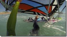 D'autant que le courant à vite fait de nus envoyer vers la falaise sud, le waterstart doit être nerveux !