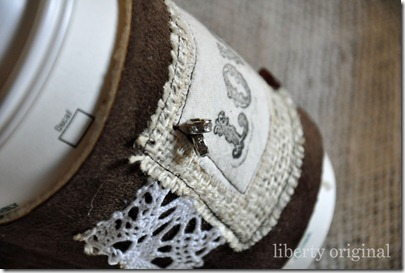 Love Brown Cozy Detail