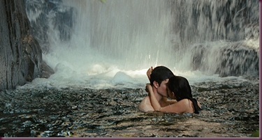 Edward-and-Bella-kissing-under-waterfalls