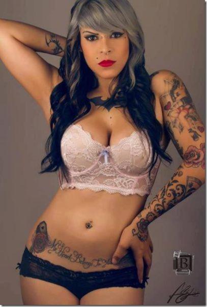 hot-women-tattoos-42