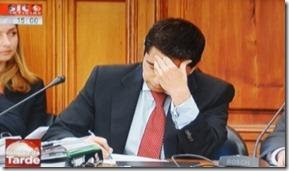 A dor de cabeca de Vitor Gaspar vai passar para os contribuintes portugueses. Ago.2012