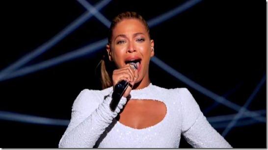 Beyonce não esconde as lágrimas de emoção