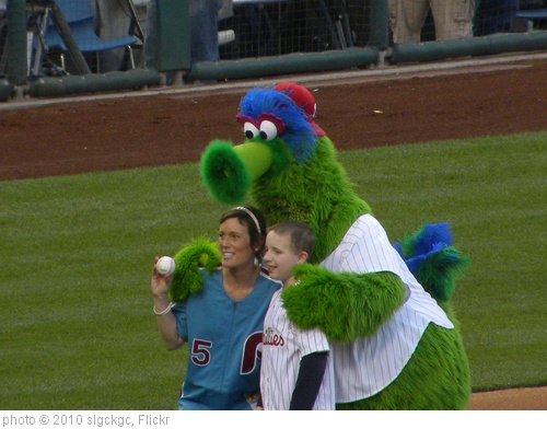 'Jen McDevitt and Philly Phanatic After Ceremonial First Pitch' photo (c) 2010, slgckgc - license: http://creativecommons.org/licenses/by/2.0/