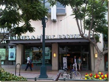 20110920-1028 - B&N Santa Monica 1