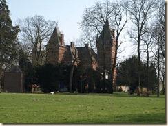 Lijsem (Lincent): het kasteel (gebouwd in 1905; neogotisch)