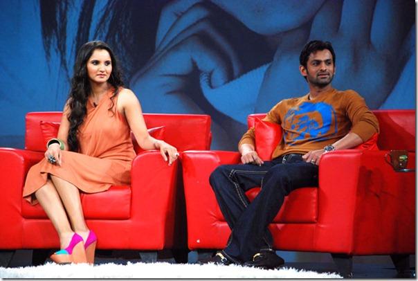 """Shoaib Malik and Sania Mirza on Raveena's show """"Isi ka Naam Zindagi Hai""""12"""